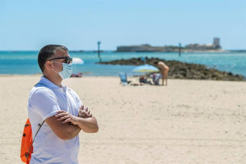 Confirman uso obligatorio de mascarillas y separación social en playas y balnearios