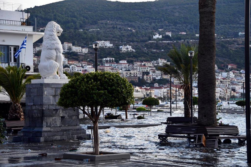 Tras el terremoto en Turquía un tsunami inundó Esmirna y el puerto de Samos