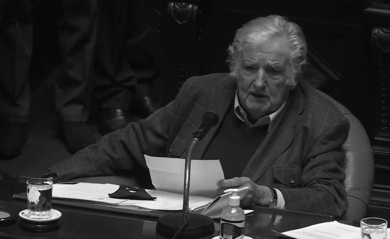 """""""No abandono la política"""": el último discurso de Pepe Mujica ante el Senado uruguayo"""