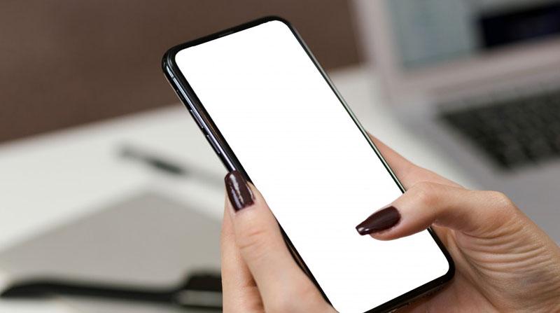 Estudio revela cuánto tiempo puede sobrevivir Covid-19 en pantallas de teléfonos móviles
