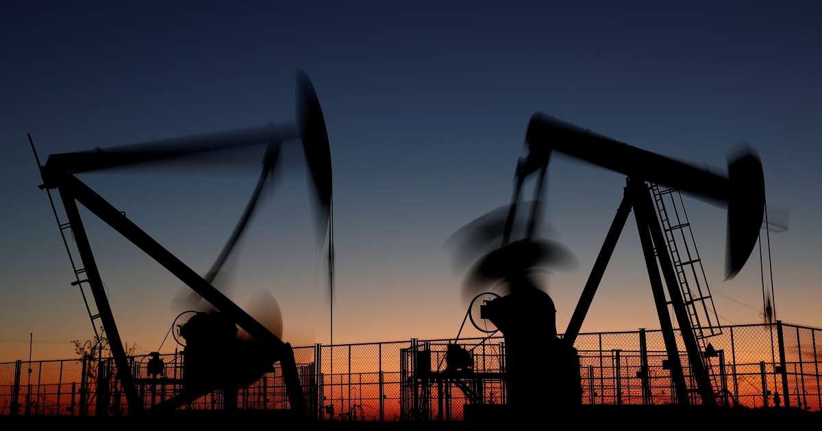 El barril de petróleo supera los 42 dólares por potenciales recortes al bombeo que contrarrestan temores sobre demanda
