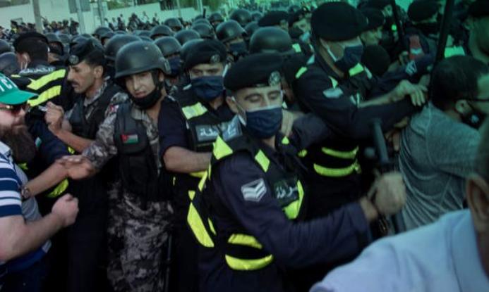 Maestrxs inspiran una revuelta contra la austeridad en Jordania