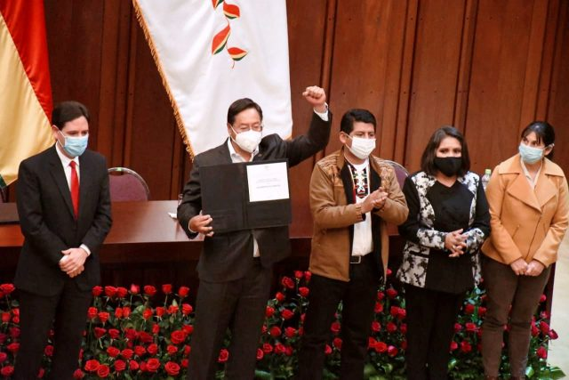 Arce recibió credencial de presidente electo de Bolivia y ratificó su compromiso con el pueblo