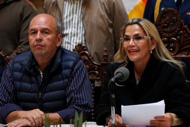 Parlamento de Bolivia pide que se abran procesos penales por corrupción contra 4 ministros de Áñez