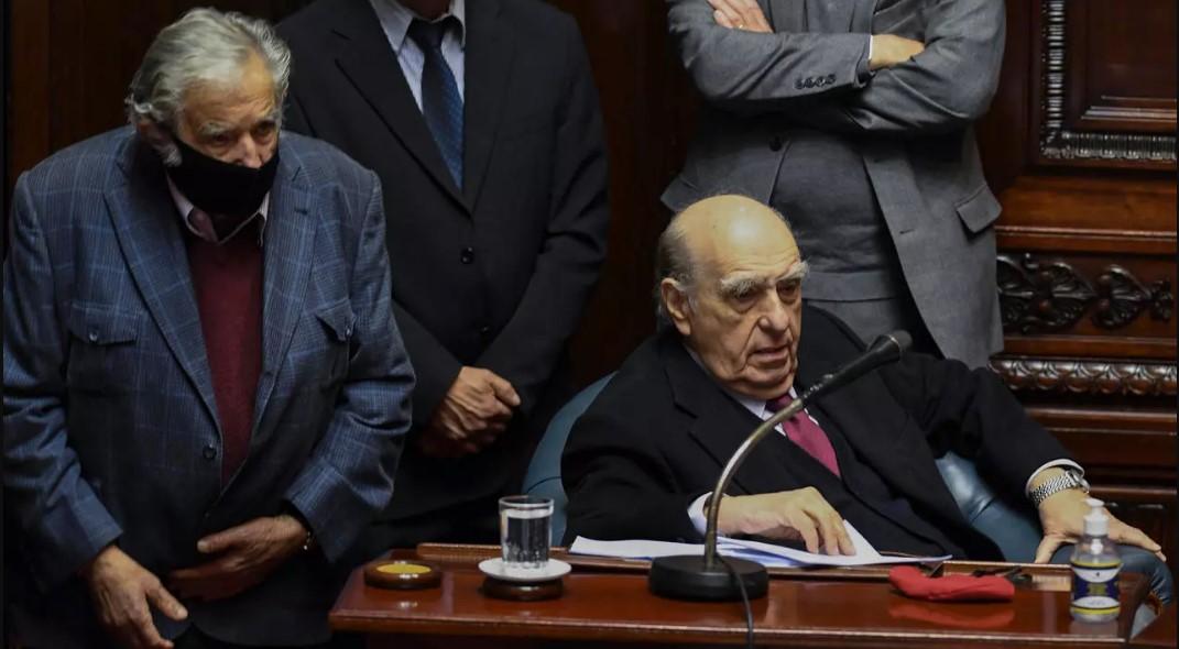 Expresidentes Mujica y Sanguinetti dejan el senado de Uruguay