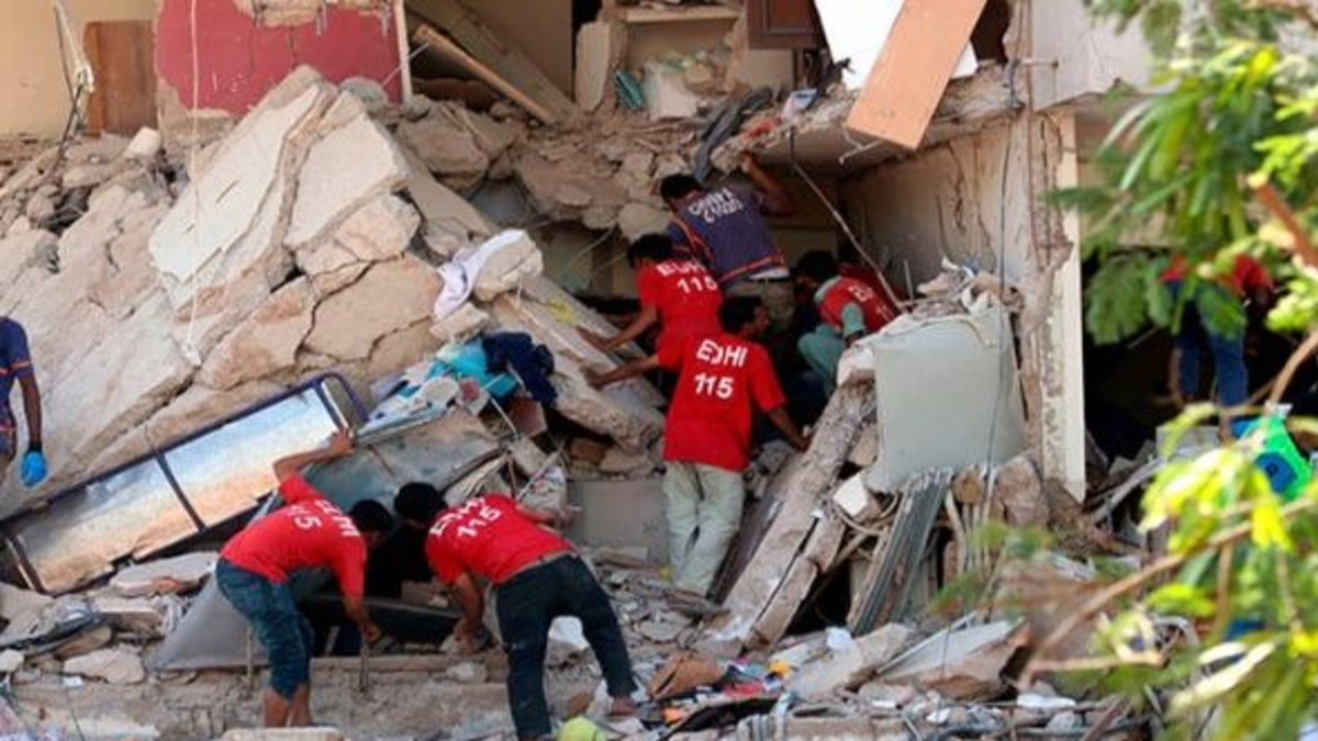 Se registran 7 fallecidos y 70 heridos en un atentado en Pakistán