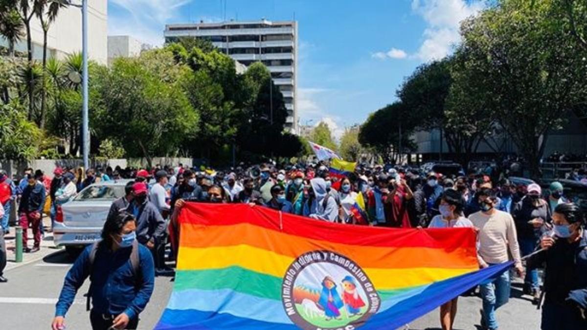 Indígenas de Ecuador piden se autorice la vacuna Sputnik V