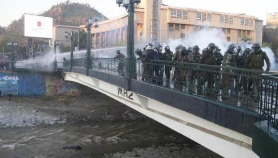 Detienen a carabinero acusado de lanzar a adolescente desde puente Pío Nono