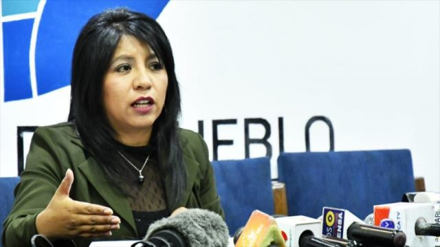 """Bolivia: Defensoría pide acciones legales contra quienes invocan un """"Gobierno civil-militar-policial"""""""