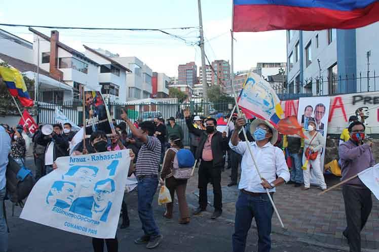 Marchan en Ecuador  para exigir inclusión de Revolución Ciudadana en próximos comicios generales