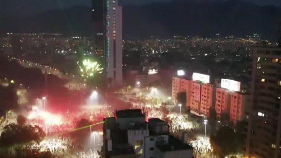 Con cacerolazo y fuegos artificiales conmemoran primer aniversario del estallido social