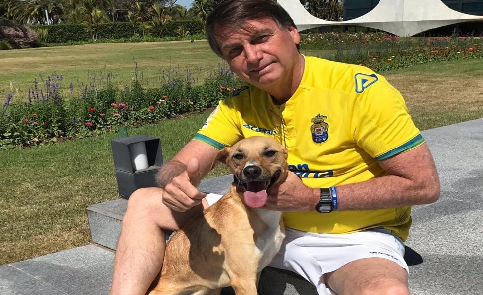 Bolsonaro: En mi casa solo se vacuna a los perros