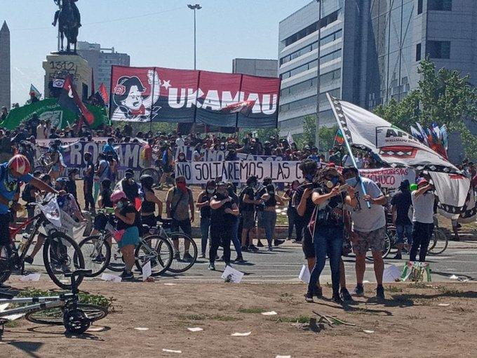 A un año de la rebelión popular, manifestantes se movilizan en Plaza Dignidad