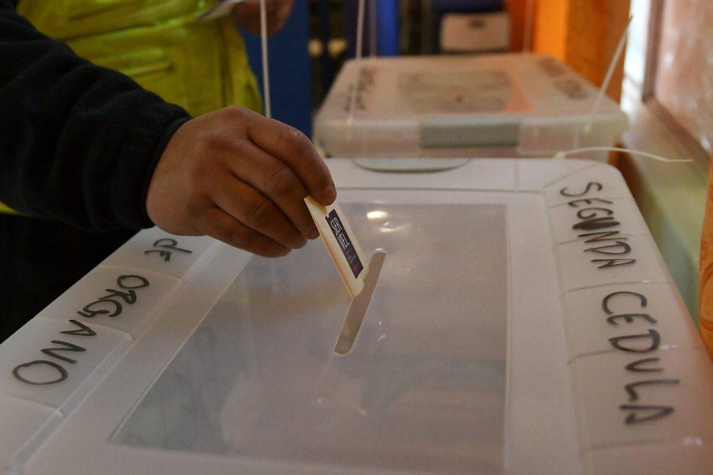 Servel busca implementar voto anticipado para las elecciones de abril