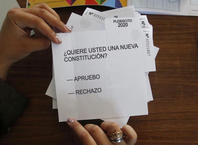 """A 15 días del Plebiscito 84,4% votaría por el """"Apruebo"""", revela encuesta de Pulso Ciudadano"""