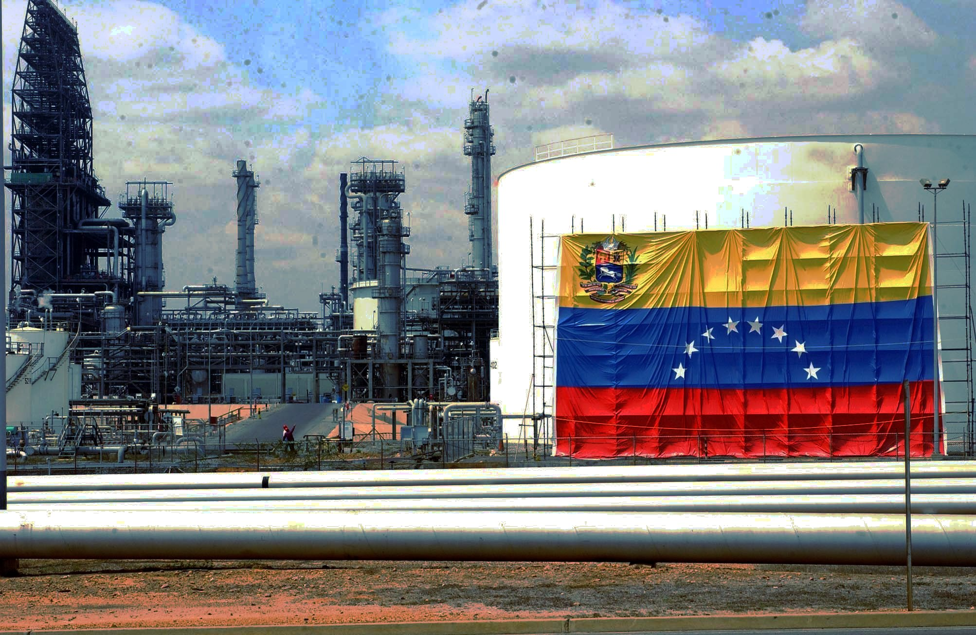 David Paravisini: En Venezuela la gran batalla se da en las refinerías
