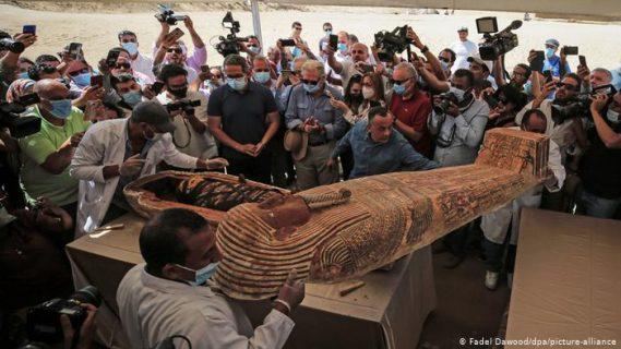 (+Fotos) Egipto saca a la luz  59 sarcófagos con momias de hace 2.600 años casi intactas