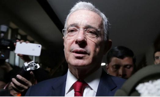 Jueza concede libertad al expresidente colombiano Álvaro Uribe