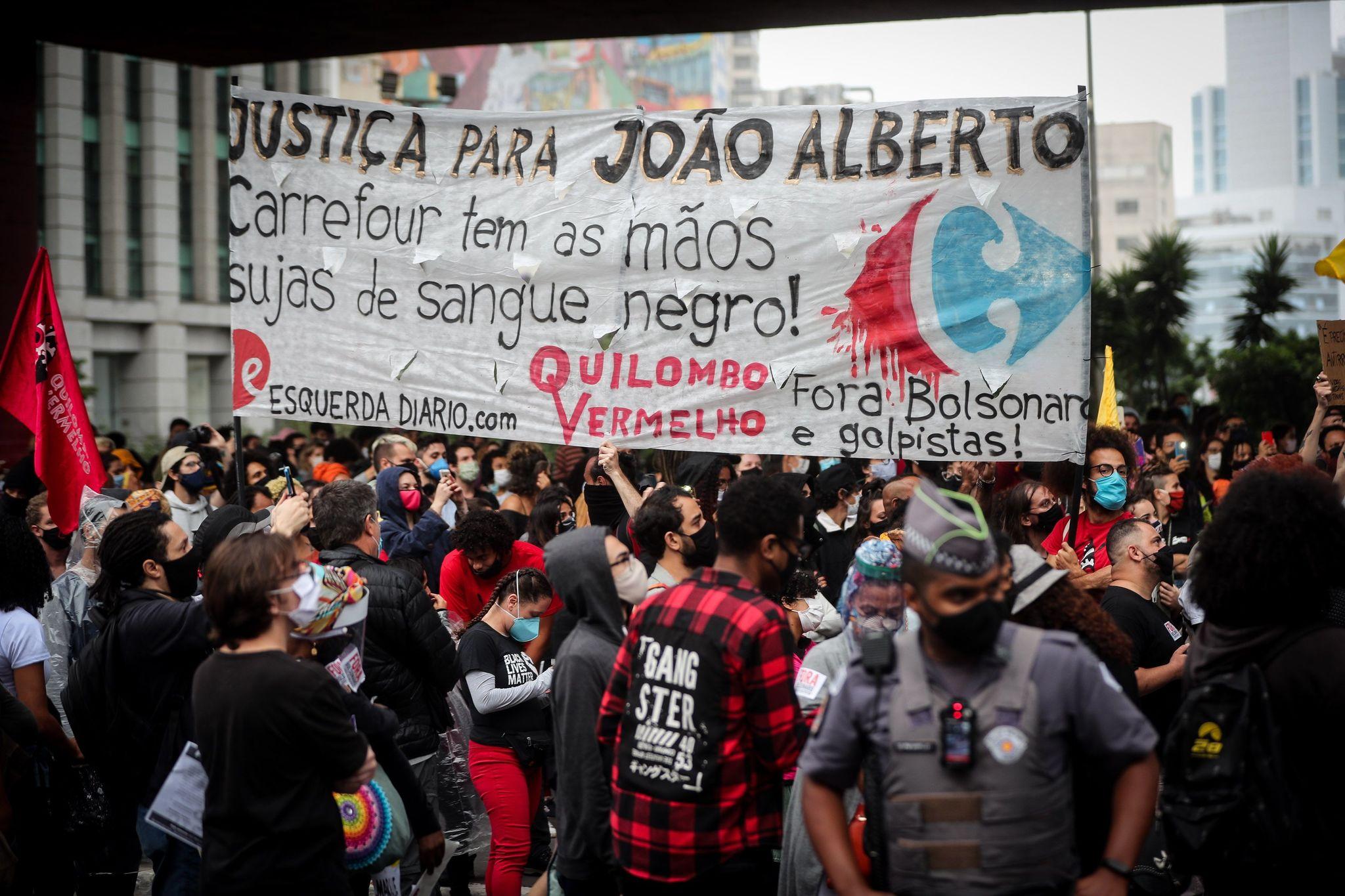 """Despiden con """"inmensa tristeza"""" al afrobrasileño que fue golpeado hasta la muerte por guardias de seguridad"""
