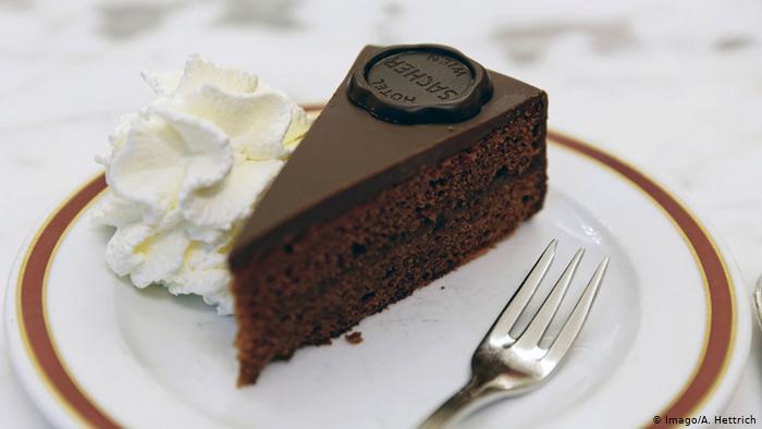 ¿Exclusividad en plena pandemia? Lujoso hotel de Viena sobrevive vendiendo su famoso pastel de chocolate