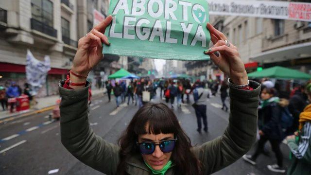 Argentina está un paso más cerca de la legalización del aborto