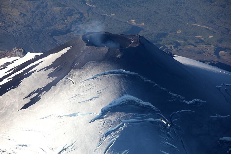 Alerta amarilla: volcán Villarrica arrojó incandescencia a 220 metros de altura