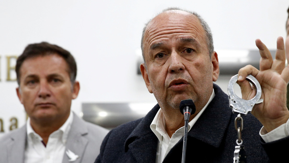 Fiscalía de Bolivia pide captura de dos exministros de facto
