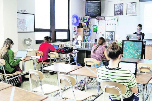 Ministro de Educación no descarta adelantar inicio del año escolar 2021 para febrero próximo