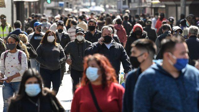 OMS registra cifra récord de casos diarios de COVID-19 desde que comenzó la pandemia