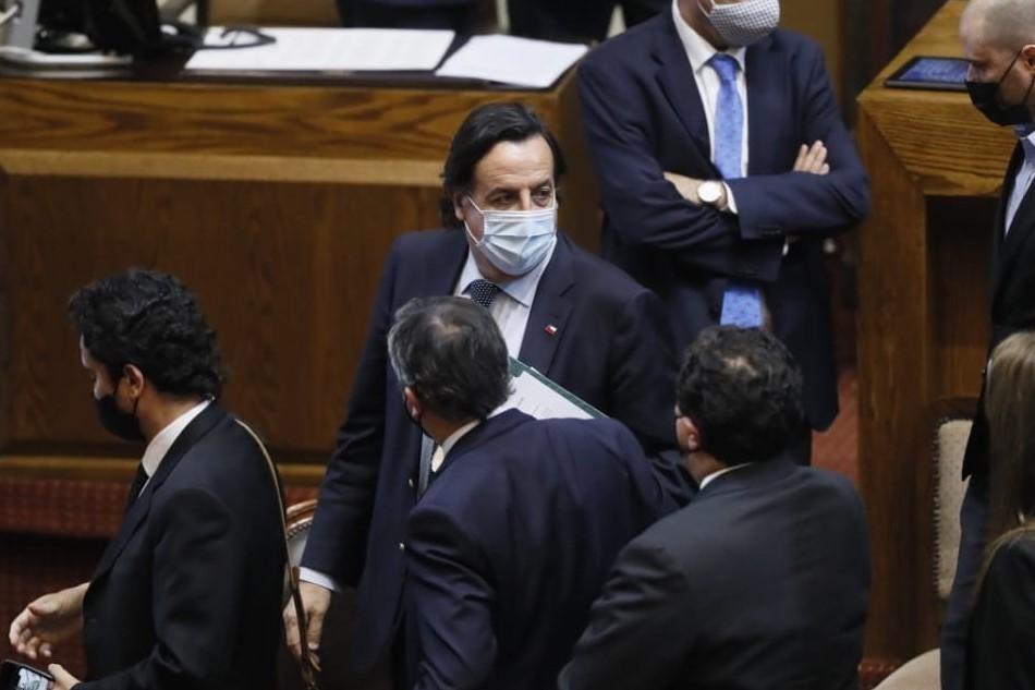 Tras aprobación de acusación constitucional en su contra, Víctor Pérez presentó su renuncia al Ministerio del Interior