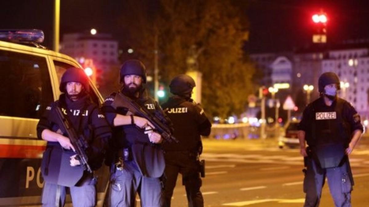 Se registran tres fallecidos por ataque terrorista en Viena