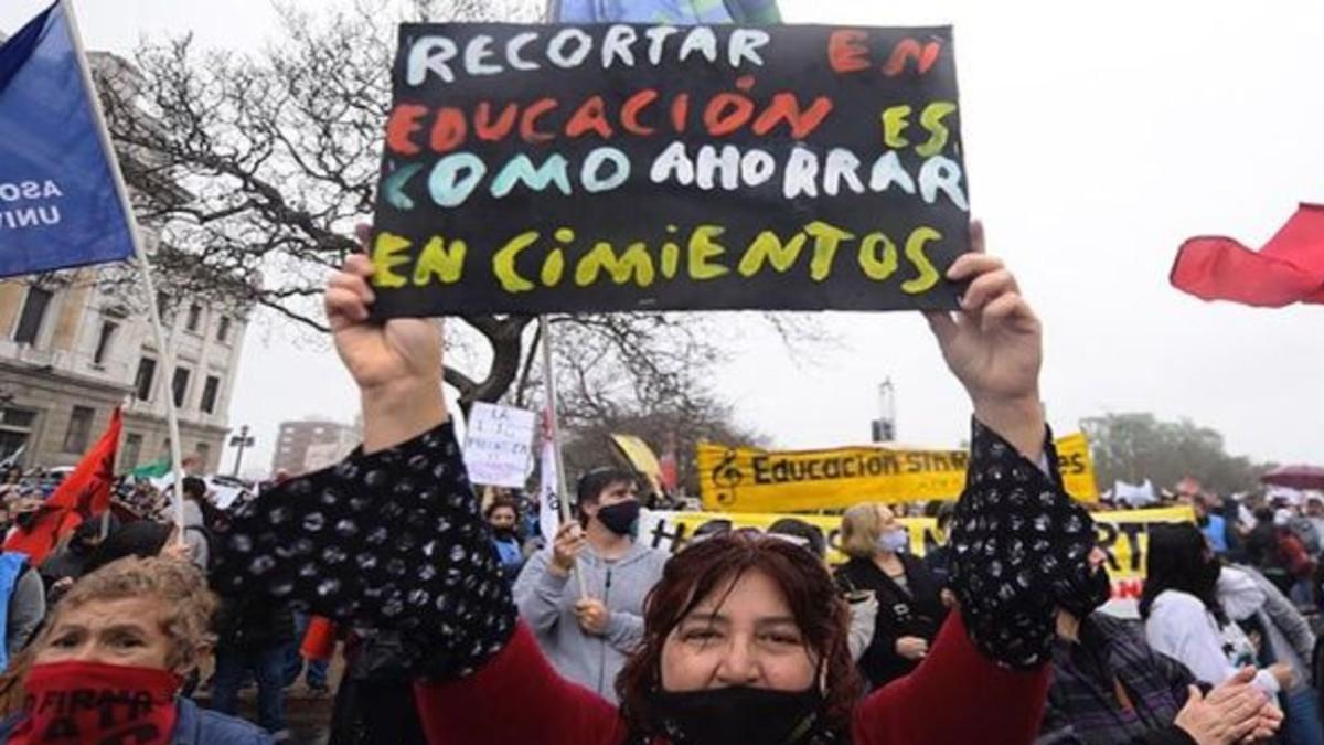 Uruguay: Profesores inician huelga nacional de 48 horas