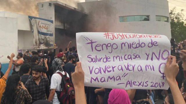 (Video) Policía de Cancún reprime manifestación contra los feminicidios