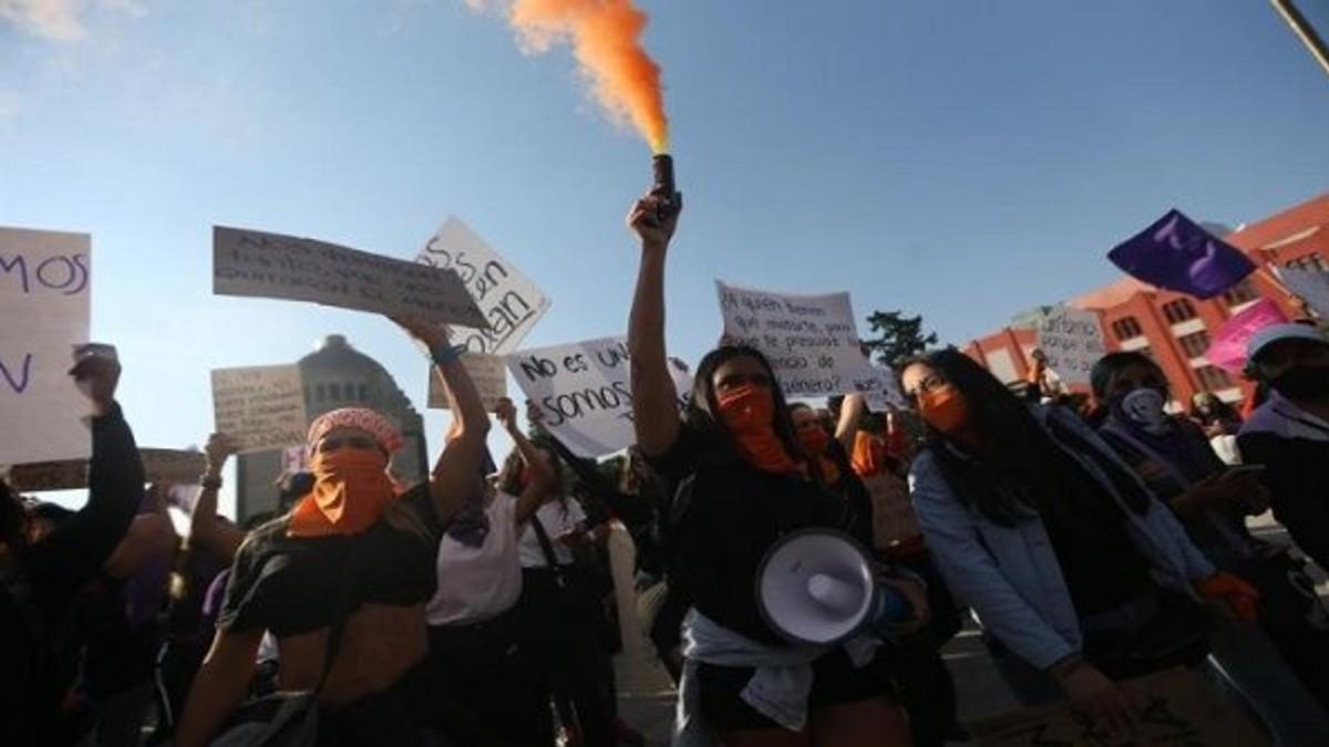 Mujeres marchan en contra del feminicidio en México
