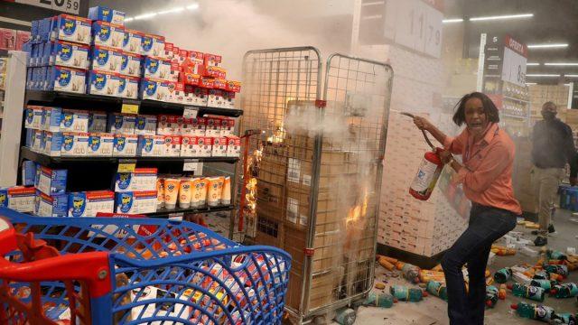 Defensoría Pública de Brasil demanda a Carrefour por asesinato racista en una de sus tiendas