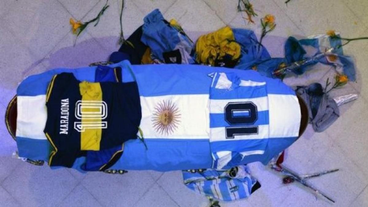 Maradona es sepultado en el cementerio de Buenos Aires junto a sus padres