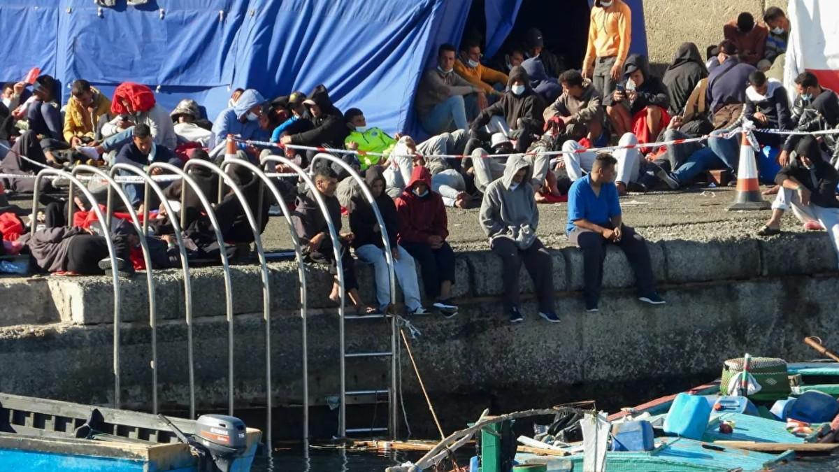 Defensor del Pueblo español solicita cierre inmediato del muelle de Canarias