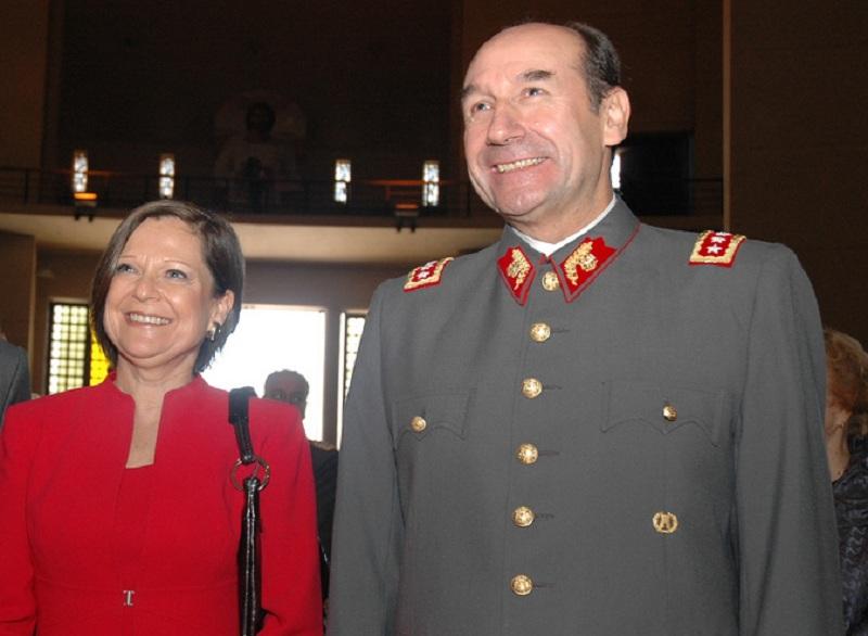 Fraude en el Ejército: Justicia declara admisible querella contra esposa de ex comandante en jefe por lavado de activos
