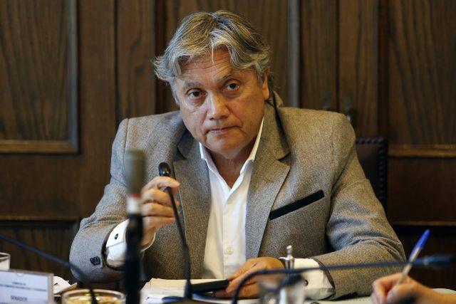 Senador Navarro sigue con pronóstico reservado tras operación