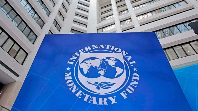 Comisión del FMI viajará a Argentina el próximo martes para negociar financiamiento