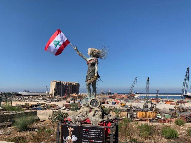 Artista libanesa convirtió ruinas de la explosión de Beirut en símbolo de la esperanza