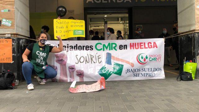 Continúa huelga de trabajadoras de CMR Falabella: Acusan falta de voluntad de la empresa