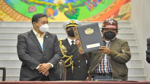 Desafío económico: Presidente de Bolivia decreta leyes de beneficio social