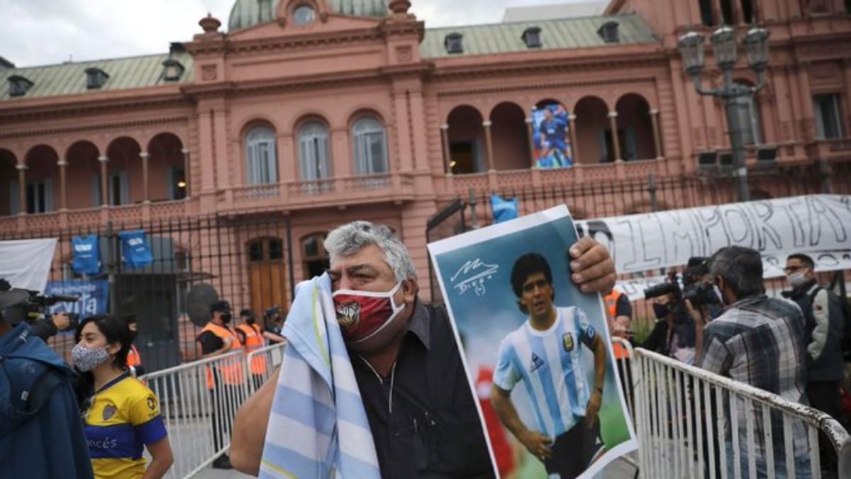 ¡Adiós a Maradona! argentinos despiden al astro del fútbol entre lágrimas y cantos
