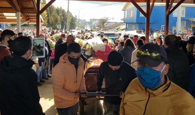 COVID-19: Chile sigue entre los 10 países con mayor tasa de mortalidad por millón de habitantes