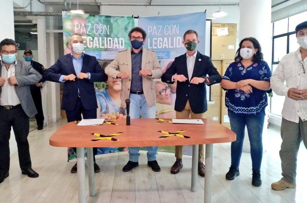 Tras peregrinación, FARC y Gobierno de Colombia firman cuatro compromisos por la paz