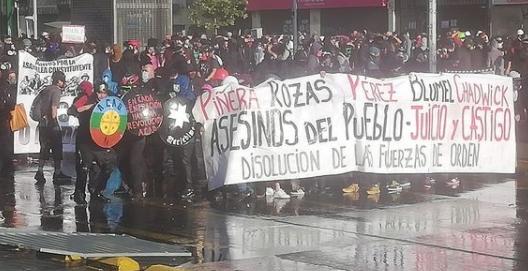 Nuevo viernes de protesta marcado por el ¡Fuera Piñera! y la brutal represión de Carabineros