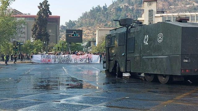 Brutal represión de Carabineros a protesta en apoyo a presos políticos de la revuelta