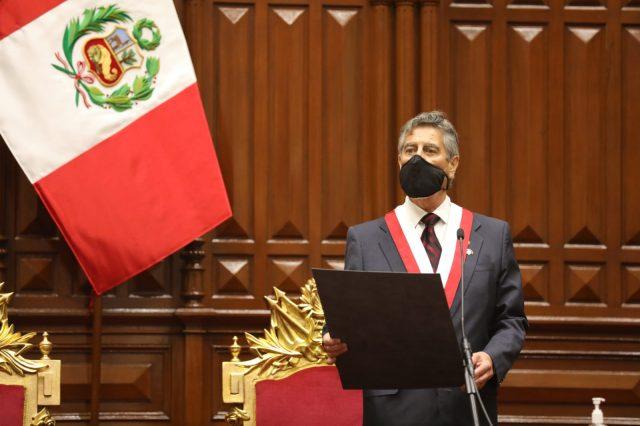 Sagasti se juramenta como presidente de Perú y pide perdón a familiares de jóvenes fallecidos