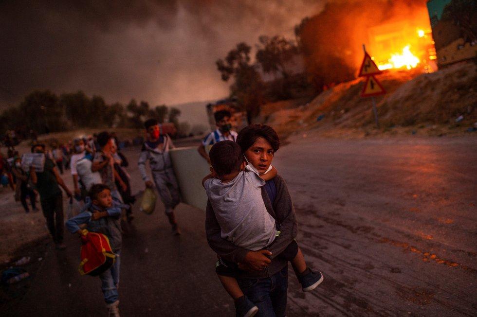 Imagen de niños refugiados de campo en llamas de Moria ganó  Foto del Año de la Unicef